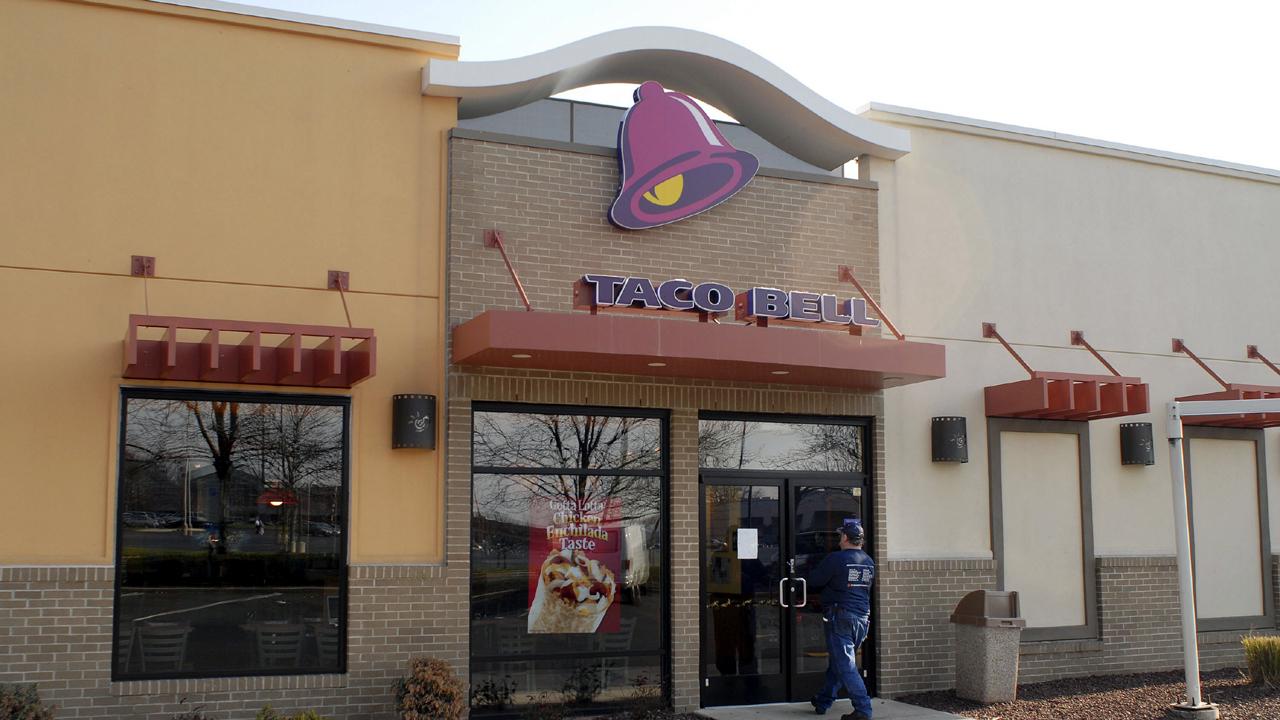 Taco Bell restaurant exterior-159532.jpg23450097