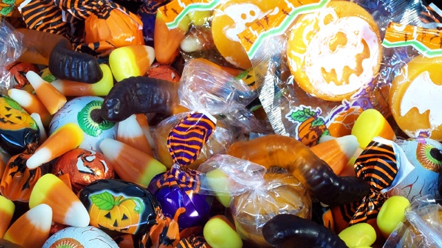 Halloween candy cropped_2217263429075648-159532