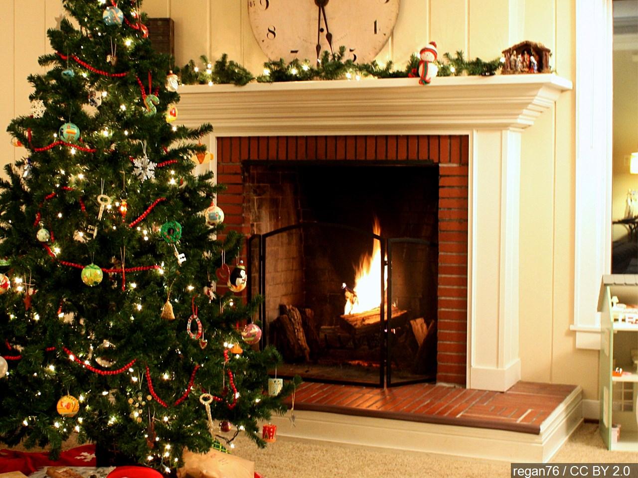christmas fireplace_1541100382752.jpg.jpg