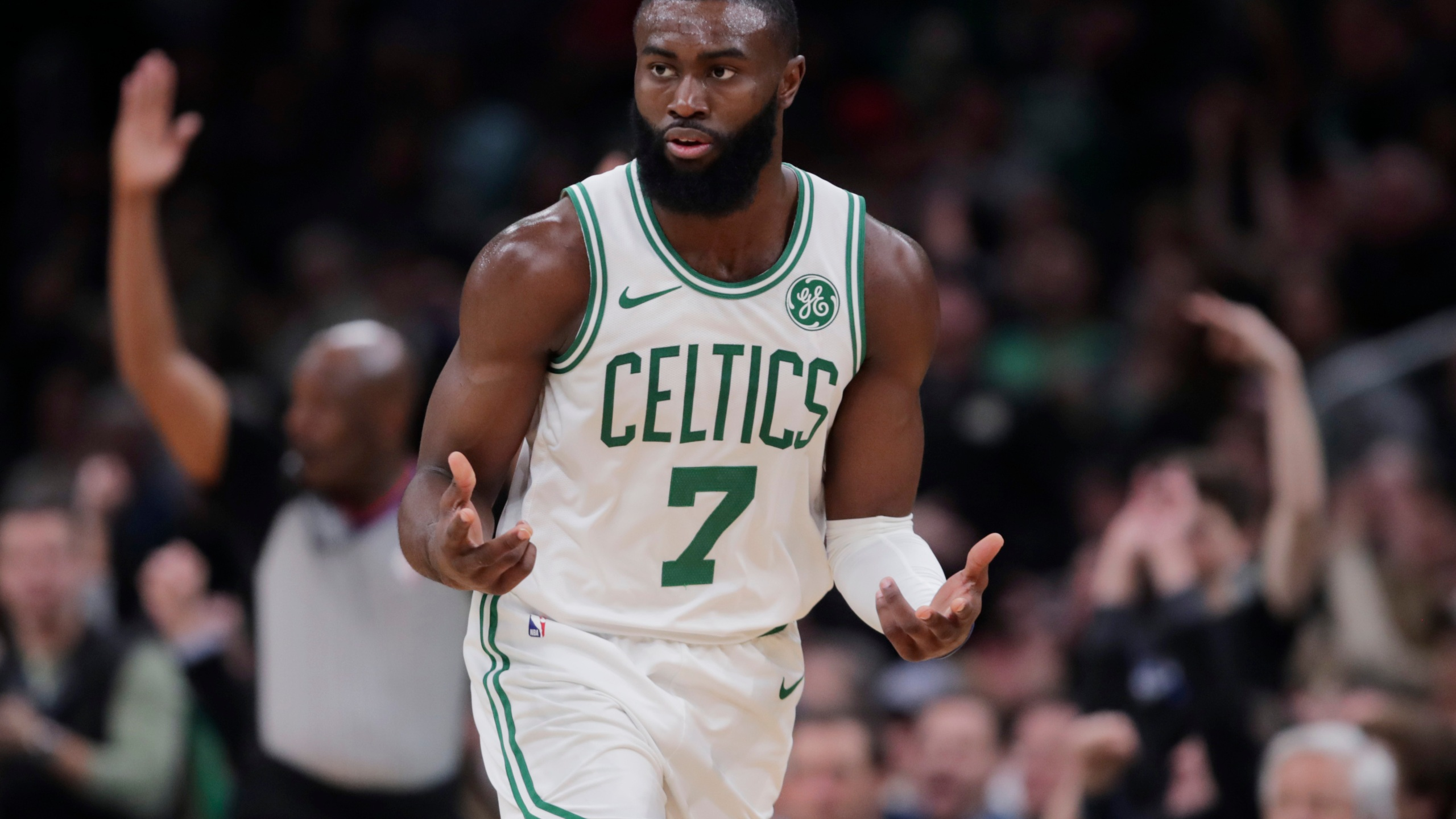 Brown Scores 31 Points In Celtics 112 93 Victory Over Heat Kget 17