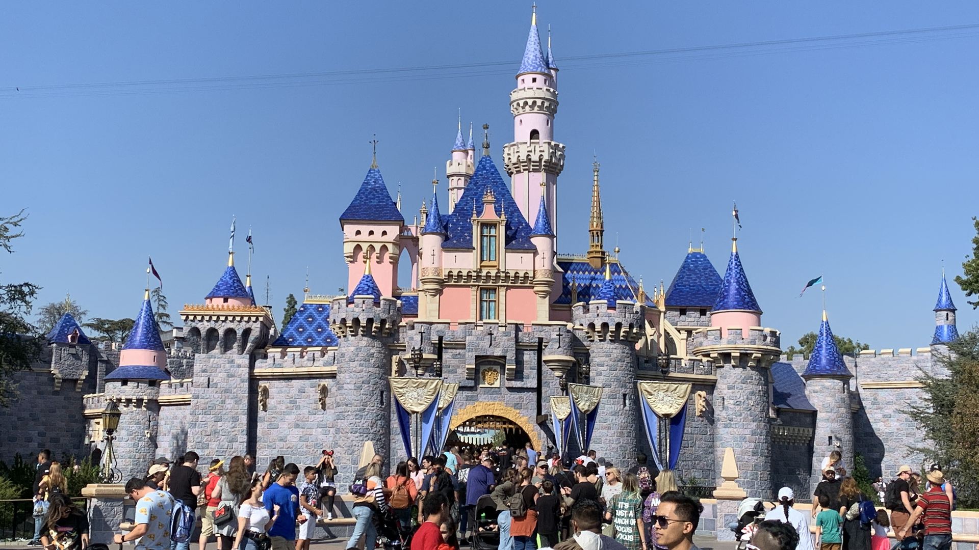 BREAKING NEWS: Disneyland Resort Announces Dates for Phased ...