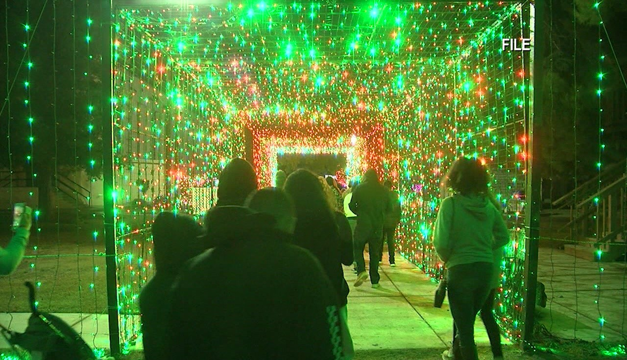 Where To See Christmas Lights Near. Bakersfield Ca 2021 Drive Thru Version Of Christmas Town Opens Nov 27 At The Kern County Museum Kget 17