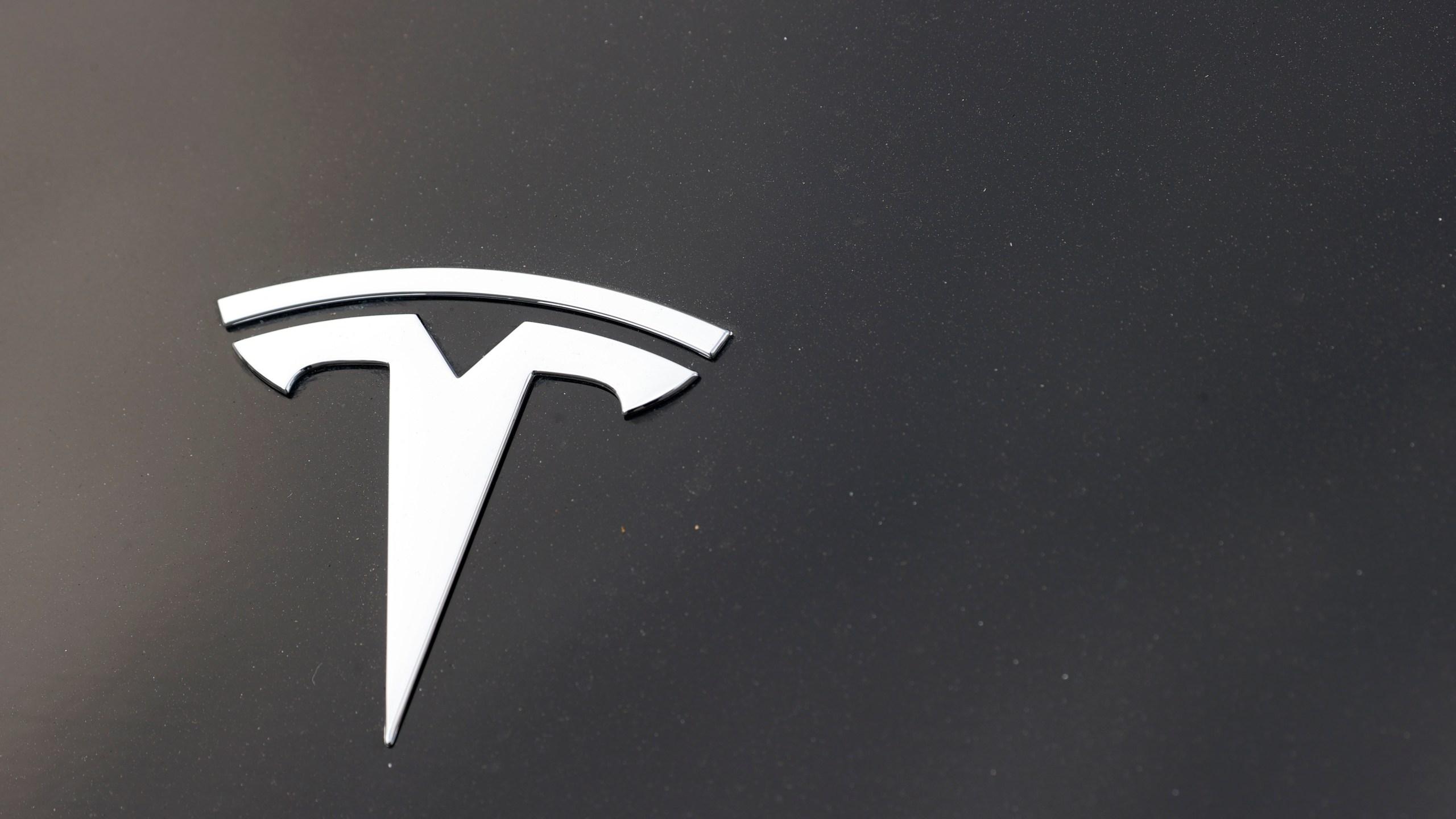 2020 Tesla Model Y, r m